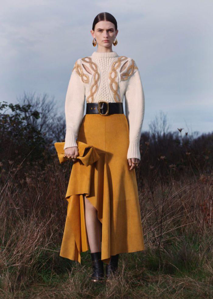 「Alexander McQueen(アレキサンダー・マックイーン)」、、2020年秋冬プレコレクションを発表