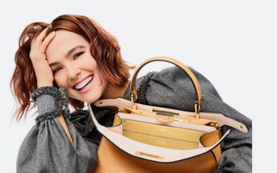 「FENDI(フェンディ)」、「ピーカブー」バッグがパーソナライズ可能に ゾーイ・ドゥイッチとの新キャンペーンを発表