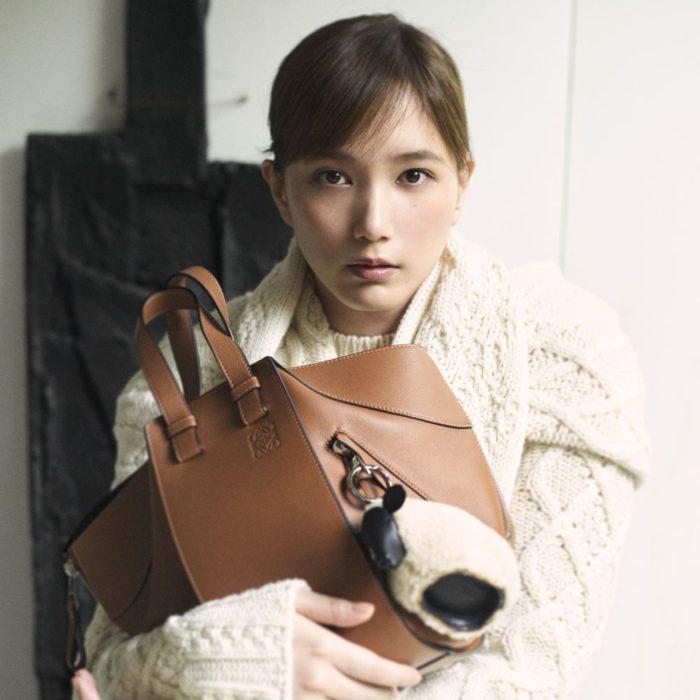 本田翼、北村道子、シャラ・ラジマが登場 「LOEWE(ロエベ)」、新作「ハンモックトート」を発売