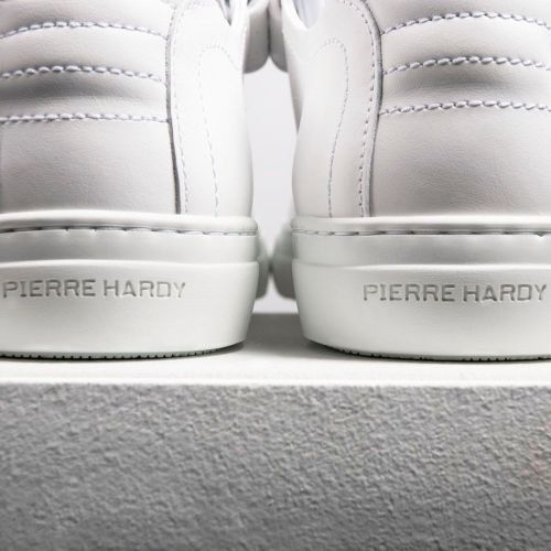 「PIERRE HARDY(ピエール アルディ)」、タイムレスなスニーカー「002」を復刻発売