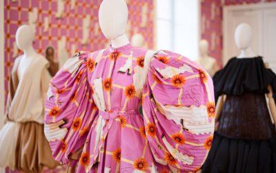 「LOEWE(ロエベ)」、2021年春夏コレクションを発表 ファッションで遊ぶよろこび 「Show-on-the-wall」