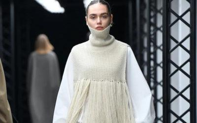 秋冬は躍動感あふれるロングフリンジ! シンプルな服とも好相性