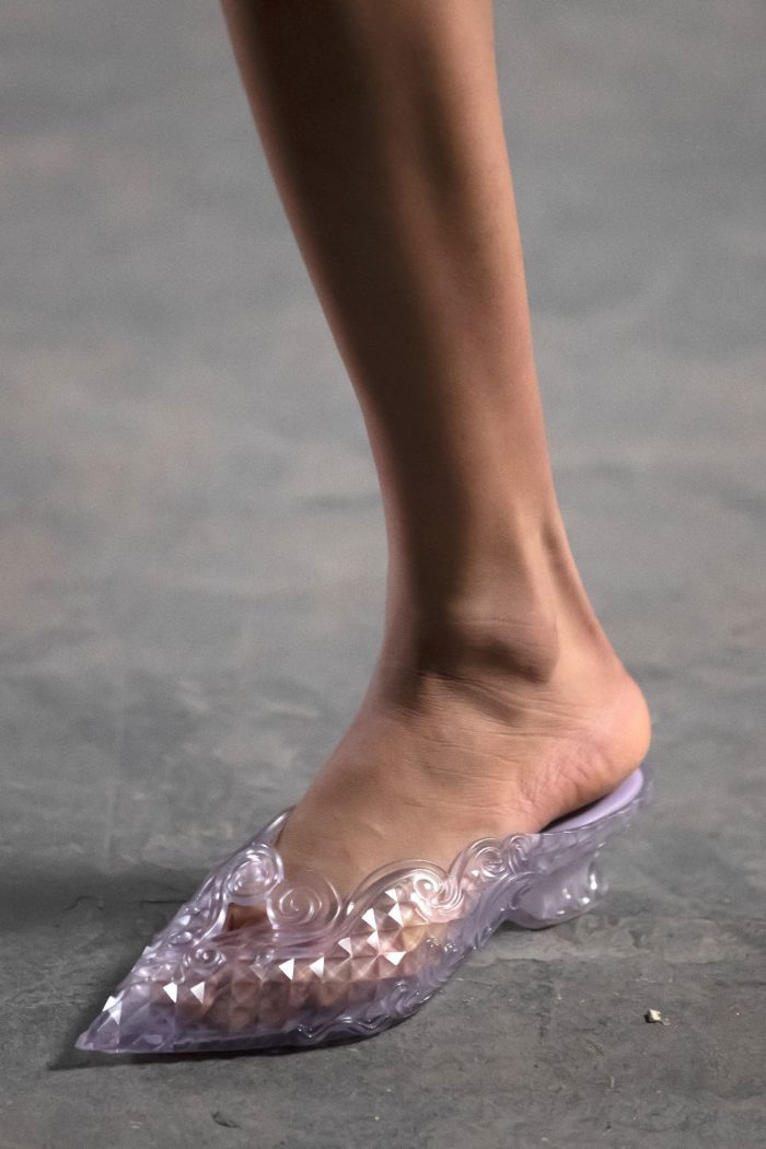 シンデレラのガラス靴ライクなスリッパ 「Melissa(メリッサ)」がY/PROJECT(ワイ・プロジェクト)とコラボ