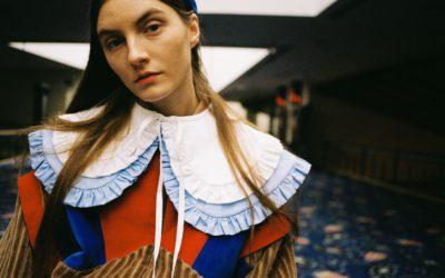 コロナ禍で「大きな襟」がファッショントレンドに 人気の理由は?