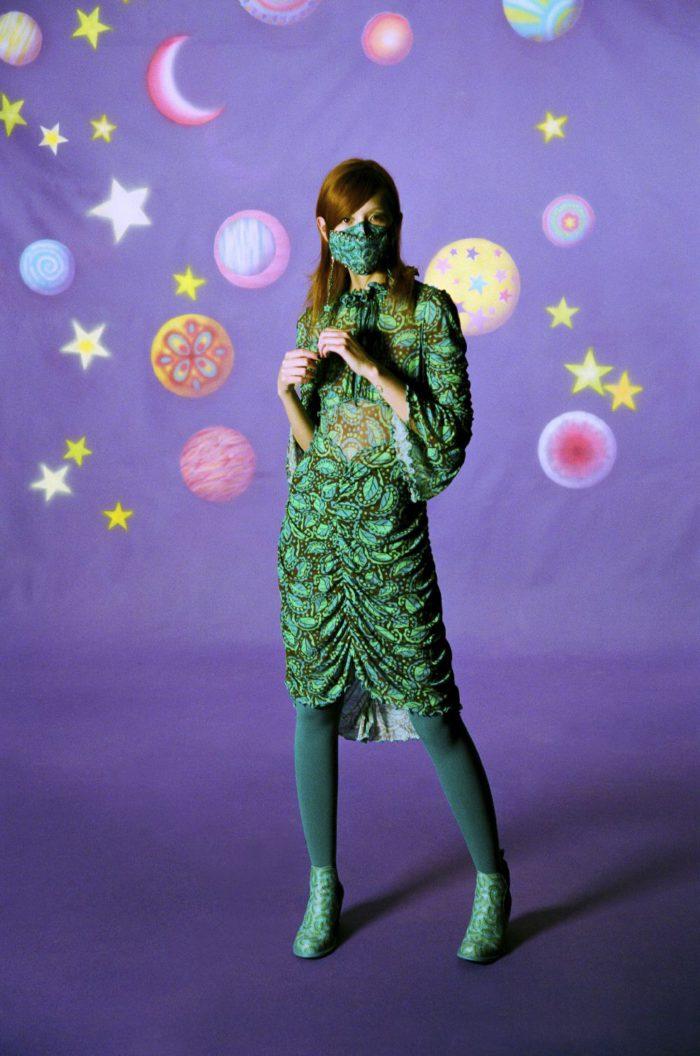 「ANNA SUIl(アナ スイ)」、2021-22年秋冬コレクションを発表 心を弾ませるスウィンギング・ロンドン風
