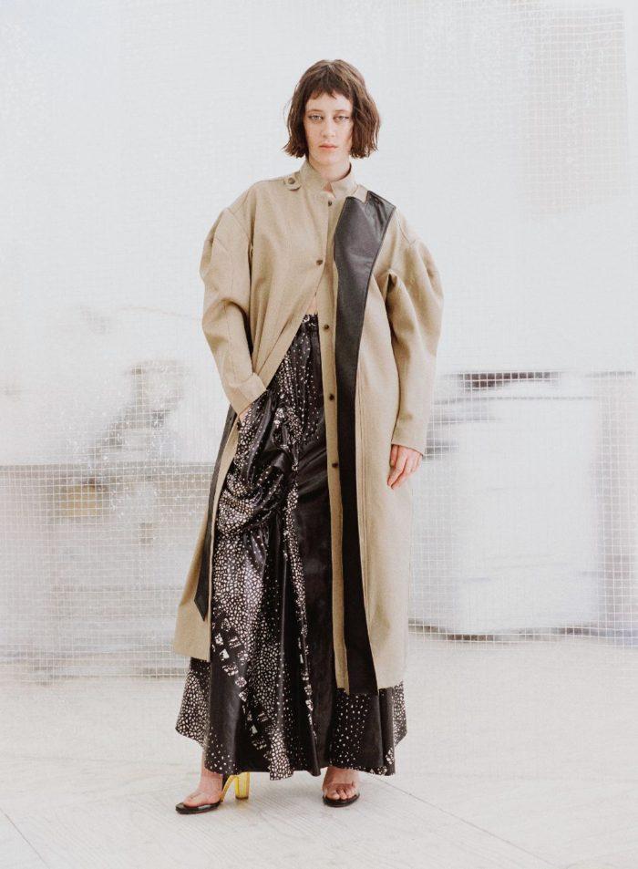 「AKIKOAOKI(アキコアオキ)」、2021-22年秋冬コレクションを発表