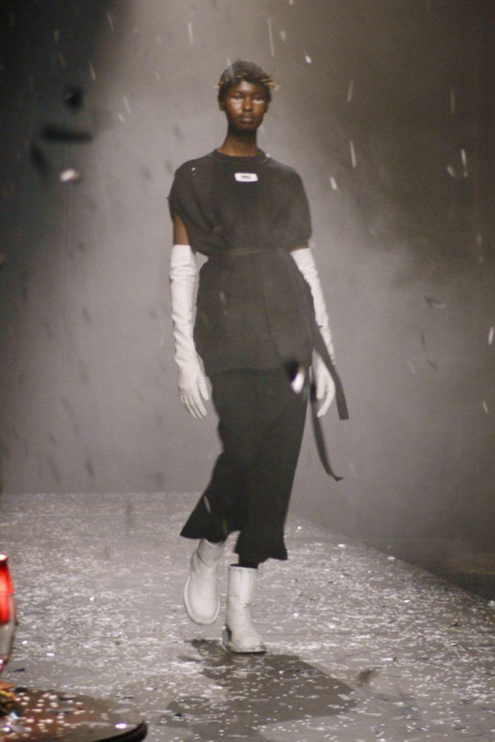 「MM6 Maison Margiela(エムエム6 メゾン マルジェラ)」、2021-22年秋冬コレクションを発表