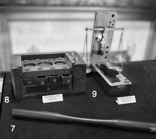 7:「カリナン」カットに使われた金属製スティック / 8:研磨用ダイヤモンドパウダーを収納する木製引き出し / 9:木製スケールボックス
