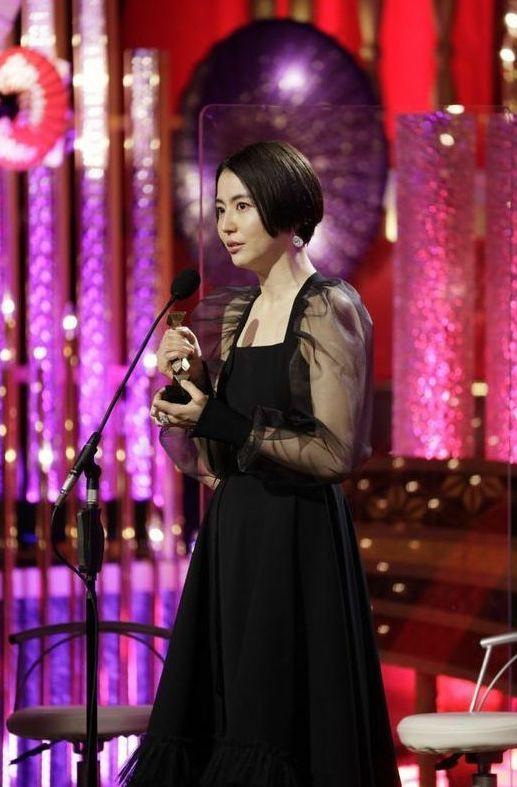 「第44回日本アカデミー賞」の着こなしを解説 「ダークロマンティック」な装いに注目