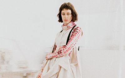 「AKIKOAOKI(アキコアオキ)」、2021-22年秋冬コレクションを発表 「x-factor」の装い