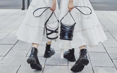 「Alexander McQueen(アレキサンダー・マックイーン)」の新作バッグ「The Curve」を着用したセレブリティが続々登場