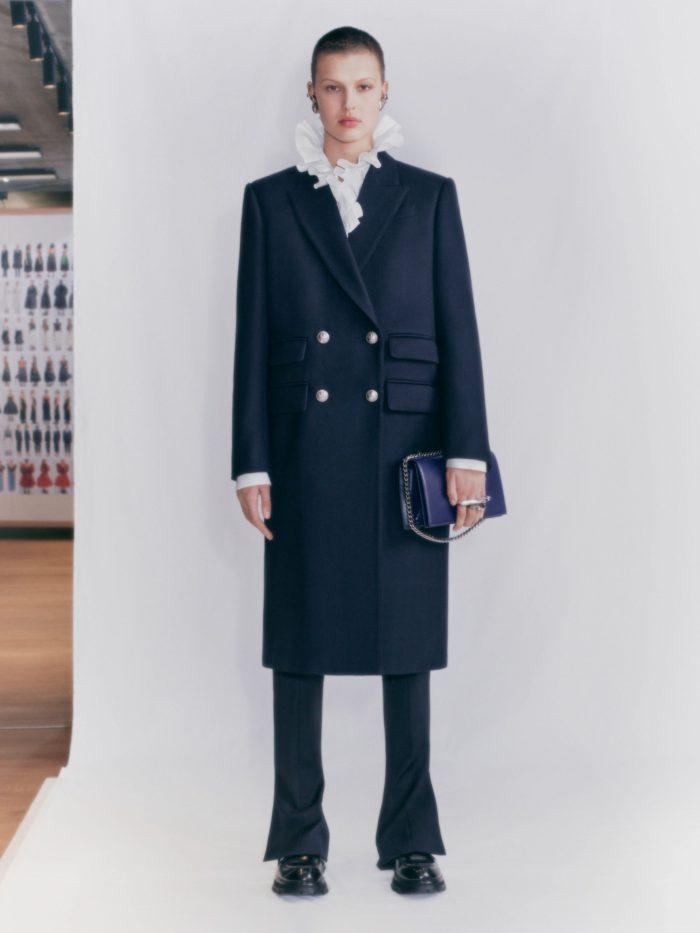 「Alexander McQueen(アレキサンダー・マックイーン)」、2021年プレフォール・ウィメンズ・コレクションを発表