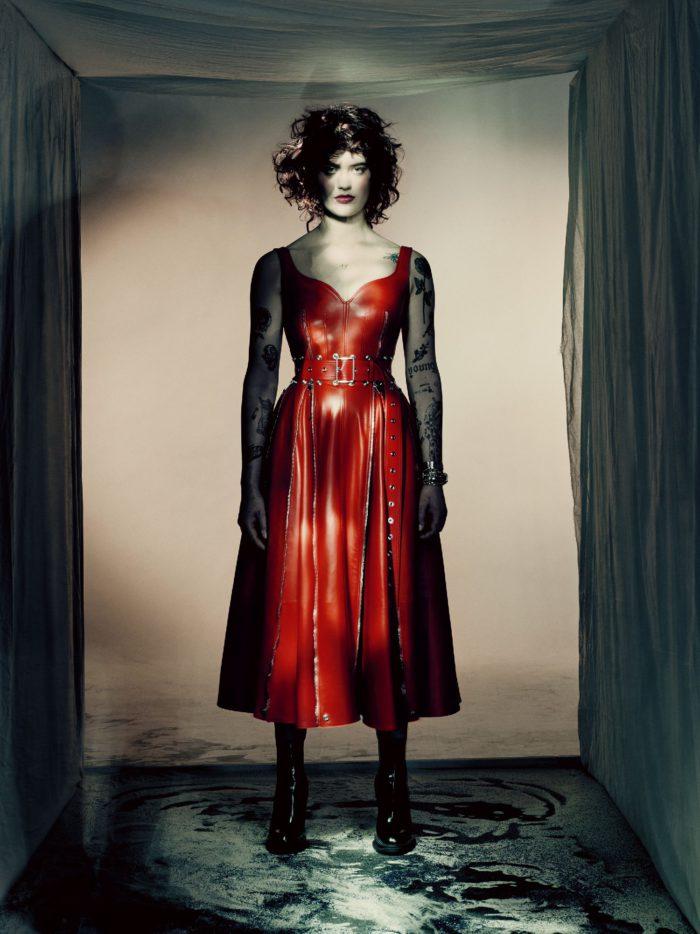 「Alexander McQueen(アレキサンダー・マックイーン)」、2021-22年秋冬ウィメンズコレクションを発表