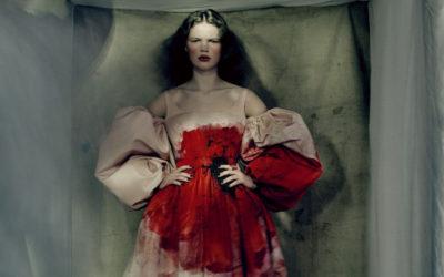 「Alexander McQueen(アレキサンダー・マックイーン)」、2021-22年秋冬ウィメンズコレクションを発表 アネモネモチーフでダークロマンティックに