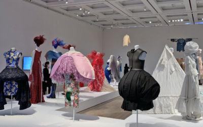 日本ファッションの魅力が一望できる展覧会が開幕 「ファッション イン ジャパン 1945-2020 ─流行と社会」