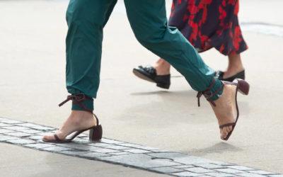パンツの裾に異変あり 靴のひもを巻きつける新技が登場
