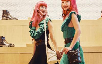 アレキサンダー・マックイーンの力強く現代的なバケットバッグ「The Curve」を日本のセレブも続々愛用