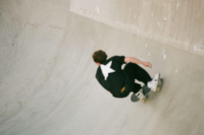 「GOLDEN GOOSE(ゴールデン グース)」、スケート ボードのCory Juneau(コリー・ジュノー)選手とパートナーシップ