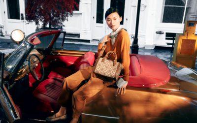 旅行から着想、新色はヘーゼルナッツ 「Tory Burch(トリー バーチ)」、「T モノグラム バレル」の新作バッグを発売