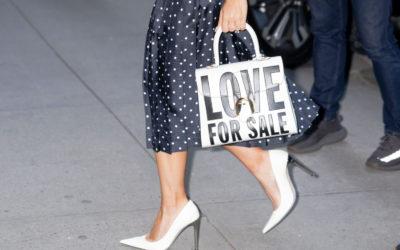 「DELVAUX(デルヴォー)」、レディー・ガガに特注バッグを制作 新アルバム『Love for Sale』のタイトルをレタリング