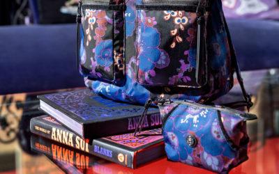 「ANNA SUI(アナ スイ)」と「Kipling(キプリング)」のコラボバッグが発売 「夢を生きる、自分らしく、輝く」コレクション
