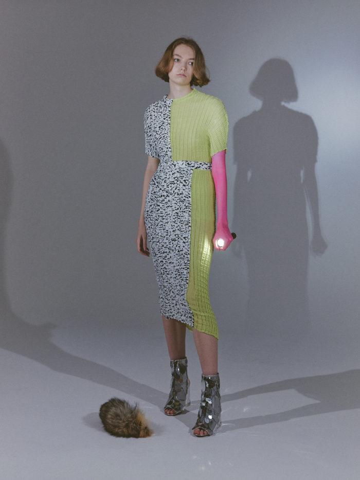 「AKIKOAOKI(アキコアオキ)」、2022年春夏コレクションを発表