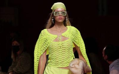 「Blumarine(ブルマリン)」、2022年春夏コレクションを発表 セクシーで魅惑的、軽やかでフェミニン