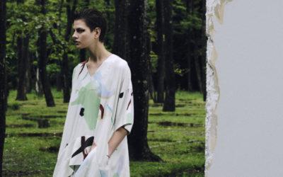 「UJOH(ウジョー)」、2022年春夏コレクションを発表 動きに寄り添う自然体シルエット